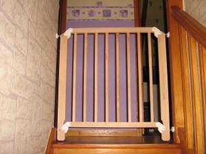 La sécurité des enfants à l'intérieur de la maison (l'escalier). photo-nounousylvie-0312-300x224